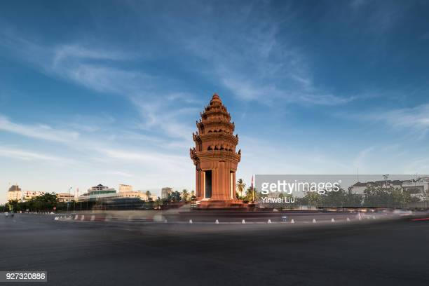 cambodia, phnom penh, independence monument - phnom penh stock pictures, royalty-free photos & images