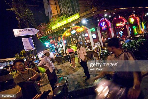 cambodia, phnom penh - night life in cambodian capital phnom penh ストックフォトと画像