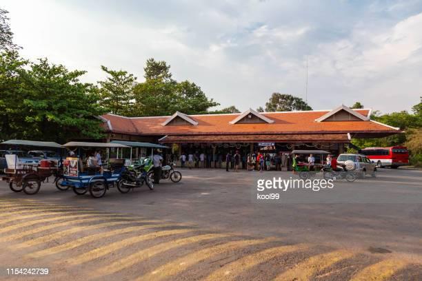 kambodja siem reap angkor wat natur skönt område gate - porträt bildbanksfoton och bilder