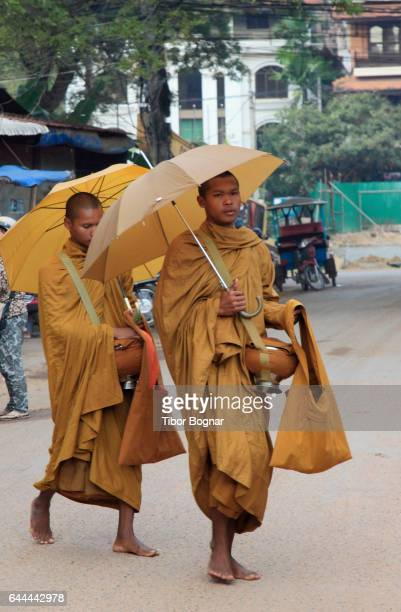 Cambodia, Siem Reap, buddhist monks, collecting alms,