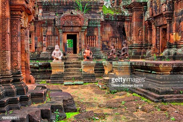 cambodia, siem reap province, view of banteay srei 10th century ruins of a hindu temple in angkor wat - tempel stock-fotos und bilder