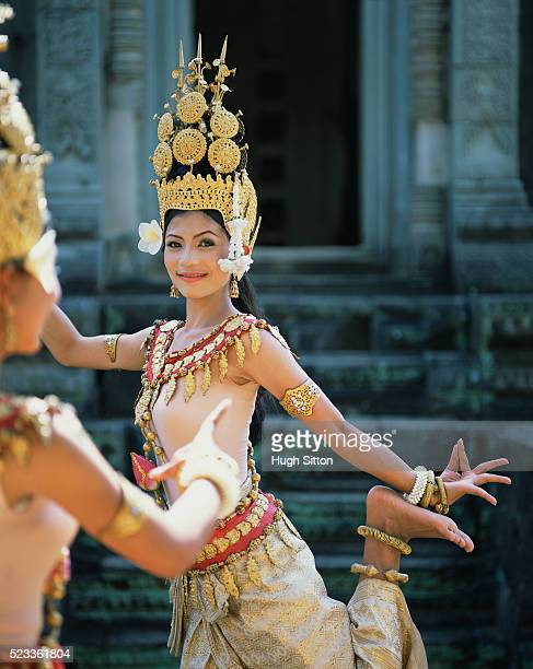 cambodian khmer dancers. angkor wat. cambodia. - hugh sitton stock pictures, royalty-free photos & images