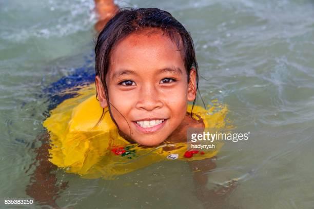 Kambodschanische Mädchen Spaß im Meer, Kambodscha