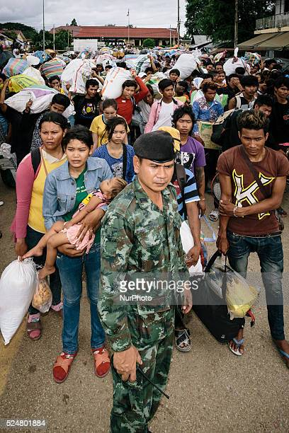 Cambodian migrants wait for instructions from soldiers before crossing the border to return home during a mass exodus of migrants Aranyaprathet...