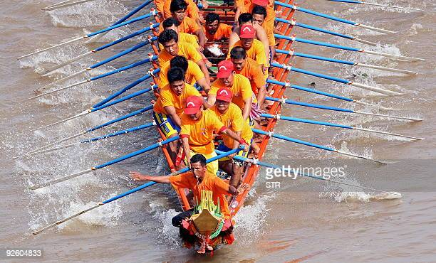 Cambodian participants row their dragon boat on the Tonle Sap river during the second day of the Water Festival in Phnom Penh on November 2 2009 The...