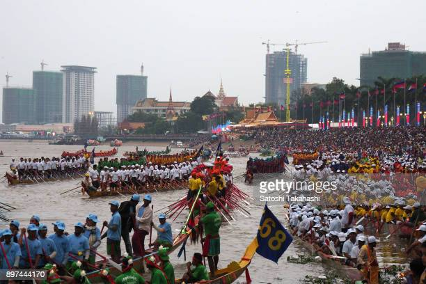 Cambodian participants row their dragon boats on the Tonle Sap river during the closing ceremony of the Water Festival boat race The country's annual...