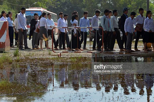 Cambodian students line up to attend the genocide trial of two former Khmer Rouge leaders at the Extraordinary Chamber in the Courts of Cambodia in...