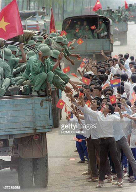 Cambodians bid farewell to Vietnamese troops leaving Cambodia in the city of Battambang 22 September 1989 during the second day of the troops...
