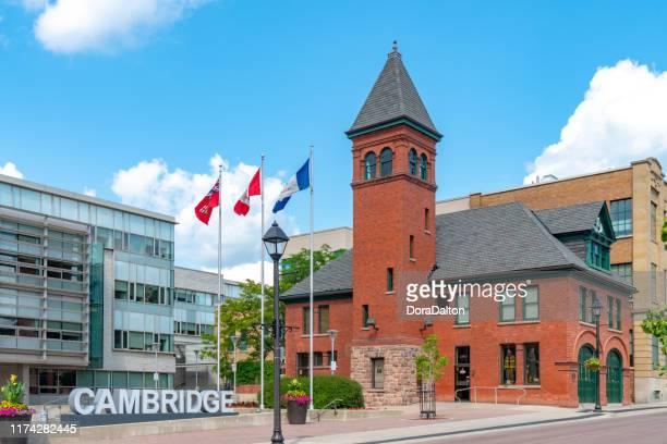cambridge city hall and fire hall museum, à galt, en ontario, canada. - ontario canada photos et images de collection