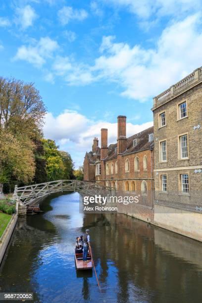 cambridge university, queen's college and mathematical bridge, cambridge, cambridgeshire, england, united kingdom, europe - cambridge cambridgeshire imagens e fotografias de stock