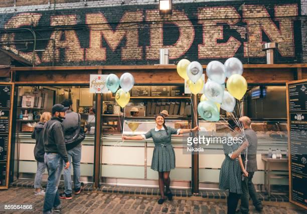 ロンドンのカムデン ロック マーケット - カムデンロック ストックフォトと画像