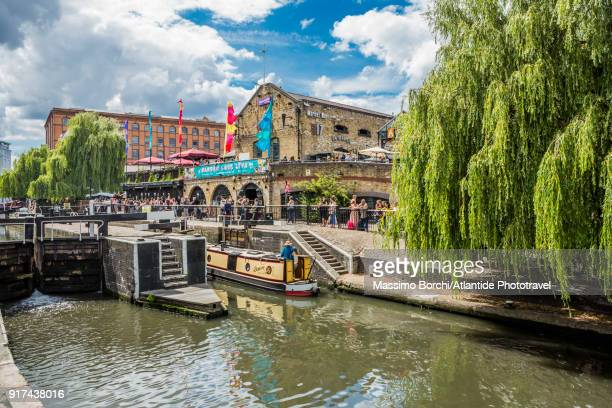 camden town, view of camden lock (hampstead road locks), the twin manually operated lock on the regent's canal, on the background the camden lock market - camden london stock pictures, royalty-free photos & images