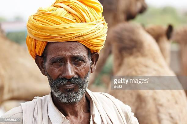 Camel Hirte mit seiner Herde in Pushkar