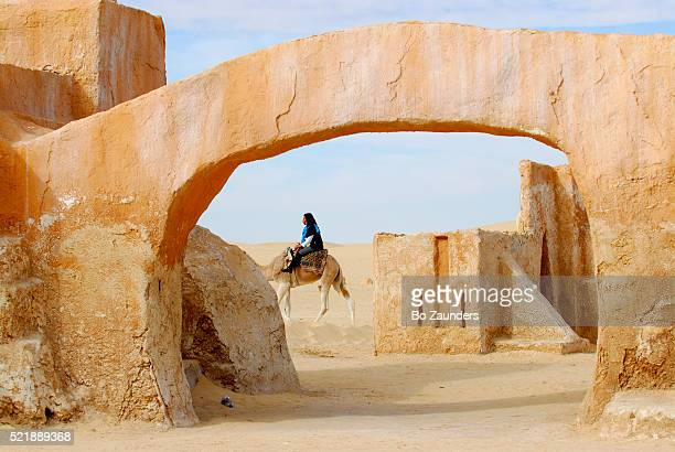 camel ride in ong jemel - star wars stock pictures, royalty-free photos & images