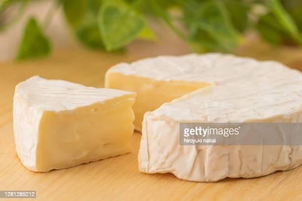 camembert cheese - brie stockfoto's en -beelden