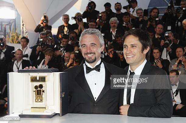Camera D'Or Jury President Gael Garcia Bernal poses with Director Michael Rowe winner of the Camera D'Or award for the film Ano Bisiesto during the...