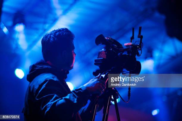camera operator at work - cinematographer stock pictures, royalty-free photos & images