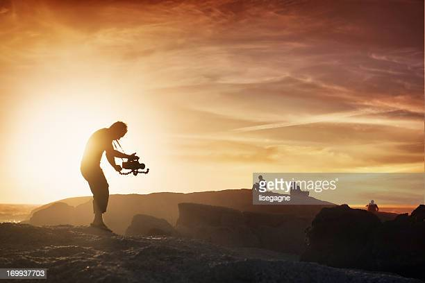 cameraman at sunset - filmen stockfoto's en -beelden
