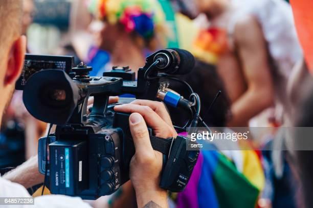 カメラマン、lgbt プライド イスタンブールを撮影します。 - ルポルタージュ ストックフォトと画像