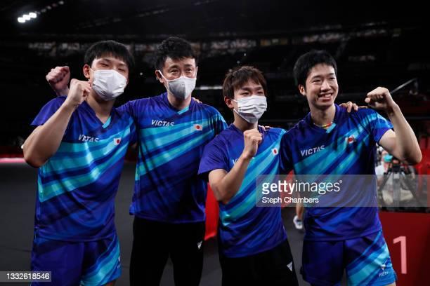 Cameraman films Team Japan players Harimoto Tomokazu , Koki Niwa , Mizutani Jun , and coach Yosuke Kurashima celebrate after winning their Men's Team...