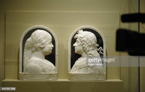 A cameraman films the sculptures 'Beatriz de Aragon y de Hungria Reina de Hungria' and 'Matias Corvino Rey de Hungria' attributed to Benedetto da...