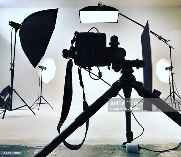 cameras in studio - film studio stock pictures, royalty-free photos & images