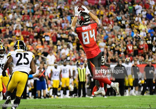 Cameron Brate of the Tampa Bay Buccaneers makes a catch thrown by Ryan Fitzpatrick in the second quarter against the Pittsburgh Steelers on September...