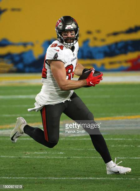 Cameron Brate of the Tampa Bay Buccaneers makes a reception during the fourth quarter against the Kansas City Chiefs in Super Bowl LV at Raymond...