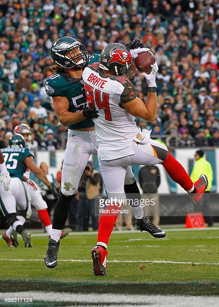 Cameron Brate of the Tampa Bay Buccaneers makes a touchdown catch in the third quarter against Kiko Alonso of the Philadelphia Eagles at Lincoln...