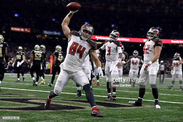 Cameron Brate of the Tampa Bay Buccaneers scores a touchdown against the New Orleans Saints at the MercedesBenz Superdome on December 24 2016 in New...
