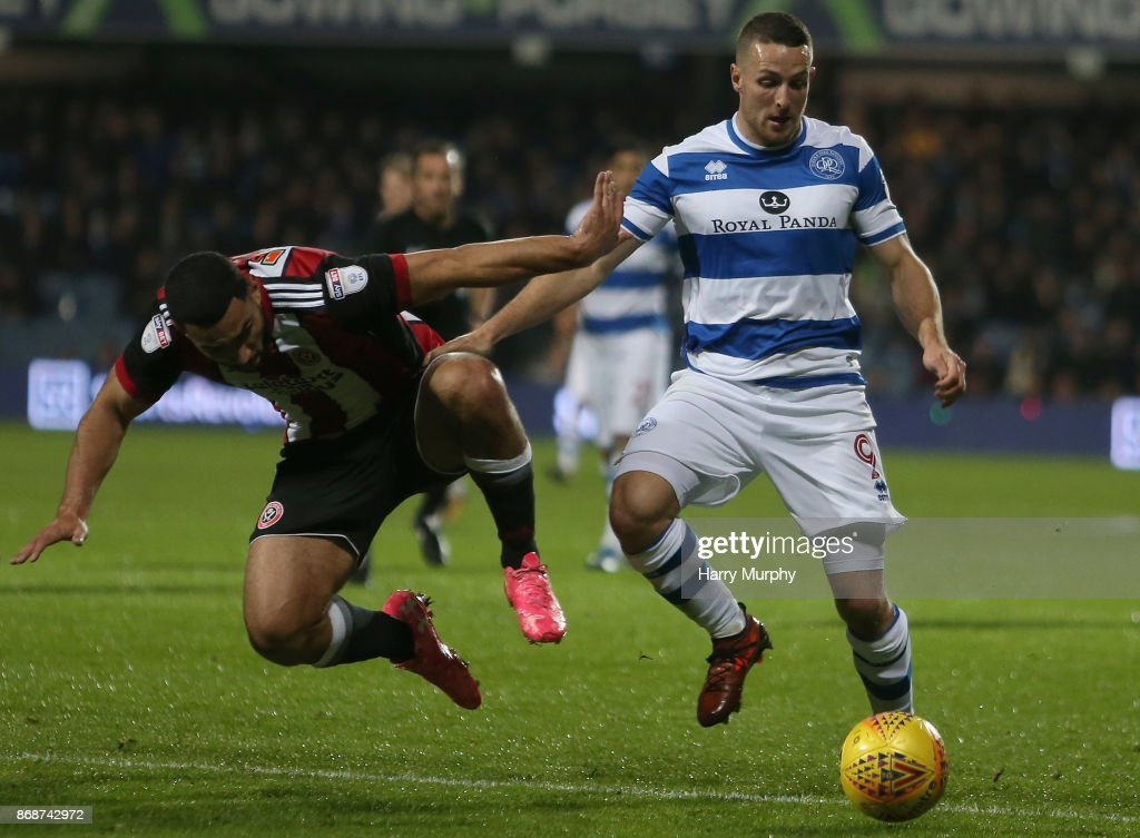 Cameron Carter-Vickers of Sheffield United and Conor Washington of Queens Park Rangers battle for possession during the Sky Bet Championship match between Queens Park Rangers and Sheffield United at Loftus Road on October 31, 2017 in London, England.