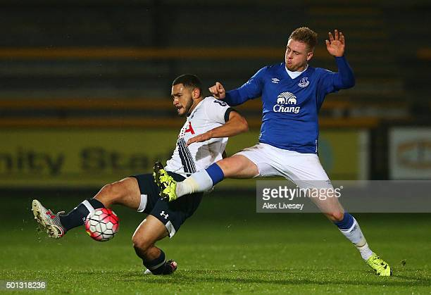 Cameron Carter-Vickers of Spurs U21s and Sam Byrne of Everton U21s battle for the ball during the Barclays U21 Premier League match between Everton...