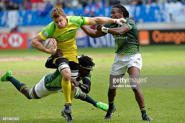 Cameron Clark of Australia runs with ball during the match between Australia and South Africa during the HSBC Paris Sevens the ninth round of the...