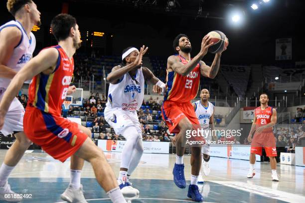 Cameron Clark of Chalon and Tim Blue of Antibes during the French Pro A match between Antibes and Chalon sur Saone on March 31 2017 in Antibes France