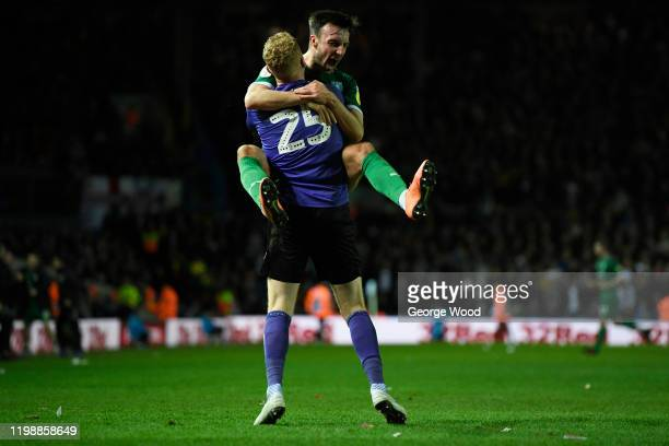 Cameron Dawson of Sheffield Wednesday celebrates his sides first goal with teammate Morgan Fox during the Sky Bet Championship match between Leeds...