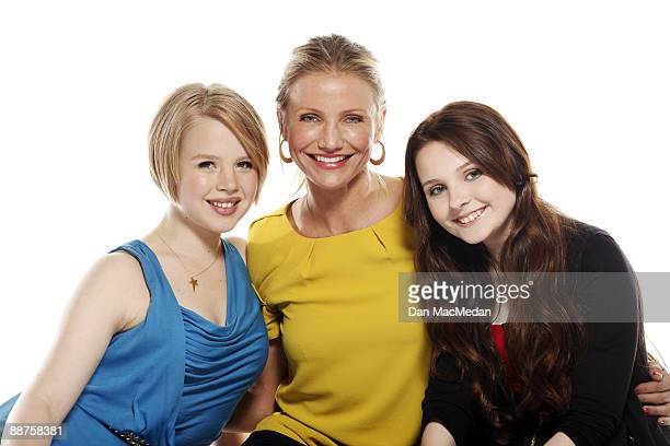 Cameron Diaz, Abigail Breslin and Sofia Vassilieva pose at a portrait session in Santa Monica, CA. Published image.