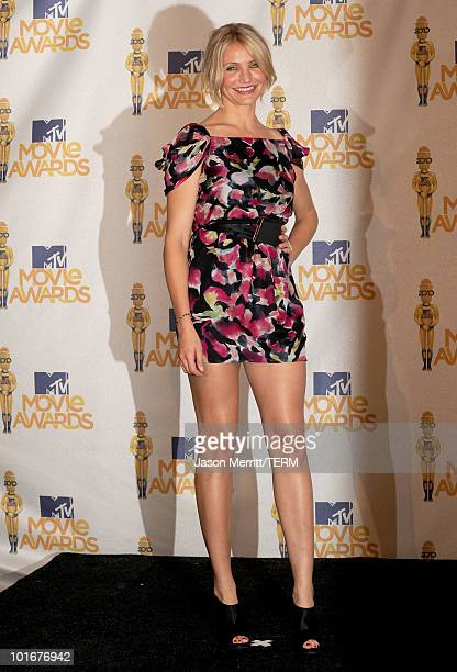 Cameron Diaz poses in the press room at the 2010 MTV Movie Awards held at the Gibson Amphitheatre at Universal Studios on June 6, 2010 in Universal...