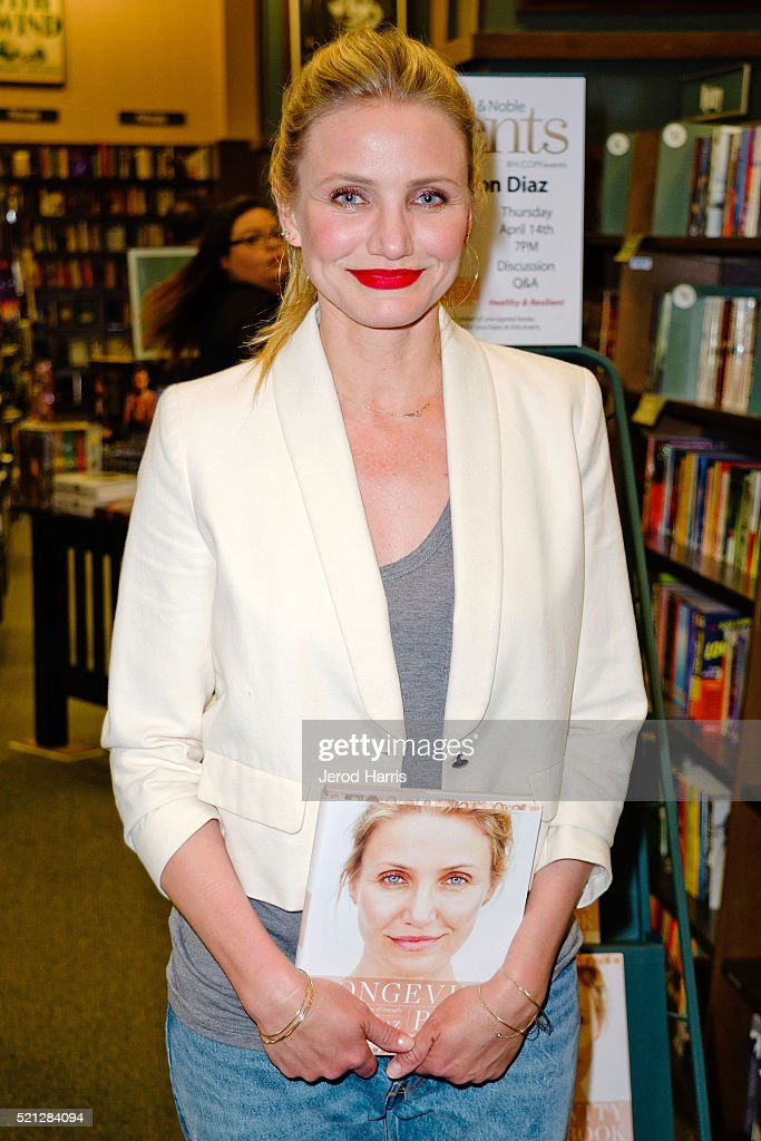 Cameron diaz book signing for cameron diaz signs copies of her book the longevity book the science of aging sciox Gallery