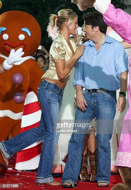 Cameron Diaz speaks to costar Mike Myers as they attend the Japan Premiere of Shrek 2 at Universal Studios Japan on July 15 2004 in Osaka Japan The...
