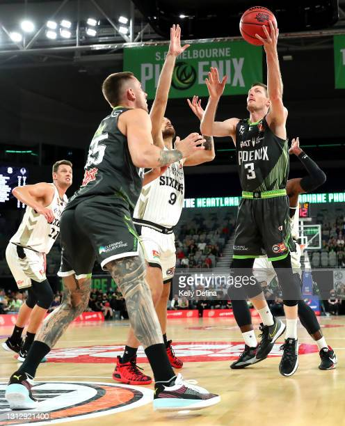 Cameron Gliddon of the Phoenix drives to the basket during the round 14 NBL match between the South East Melbourne Phoenix and the Adelaide 36ers at...