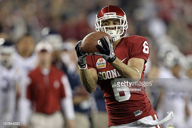 Cameron Kenney of the Oklahoma Sooners catches a 59yard touchdown reception in the third quarter against the Connecticut Huskies during the Tostitos...