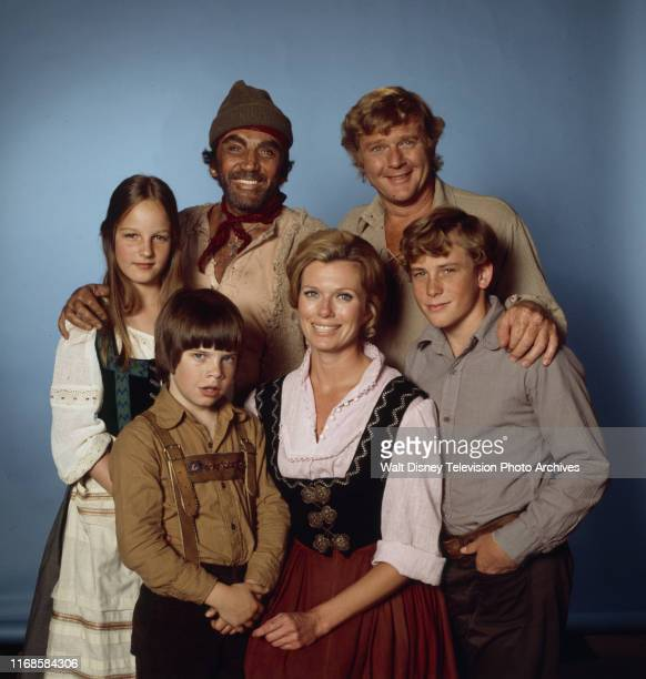 Cameron Mitchell Martin Milner Helen Hunt Pat Delany Willie Aames Eric Olson promotional photo for the ABC tv series 'Swiss Family Robinson'