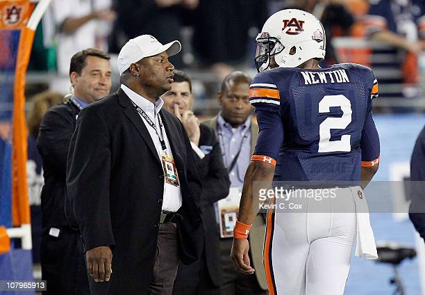 Cameron Newton of the Auburn Tigers talks to Bo Jackson before taking on the Oregon Ducks during the Tostitos BCS National Championship Game at...