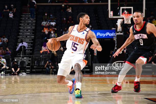 Cameron Payne of the Phoenix Suns dribbles the ball during the game against the Houston Rockets on April 12, 2021 at Phoenix Suns Arena in Phoenix,...