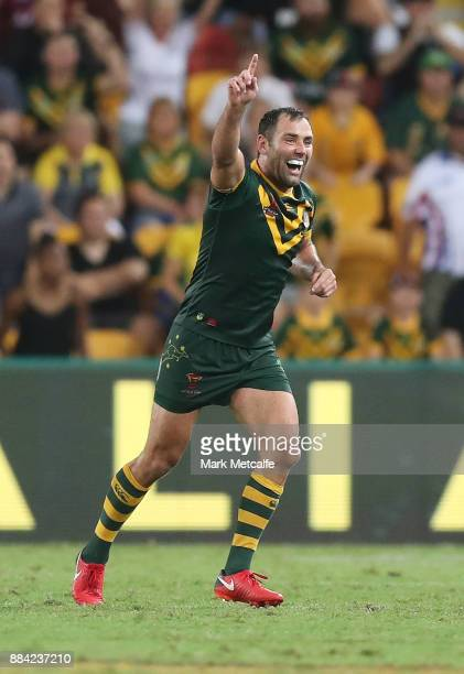 Cameron Smith of Australia celebrates victory at the final whistle during the 2017 Rugby League World Cup Final between the Australian Kangaroos and...