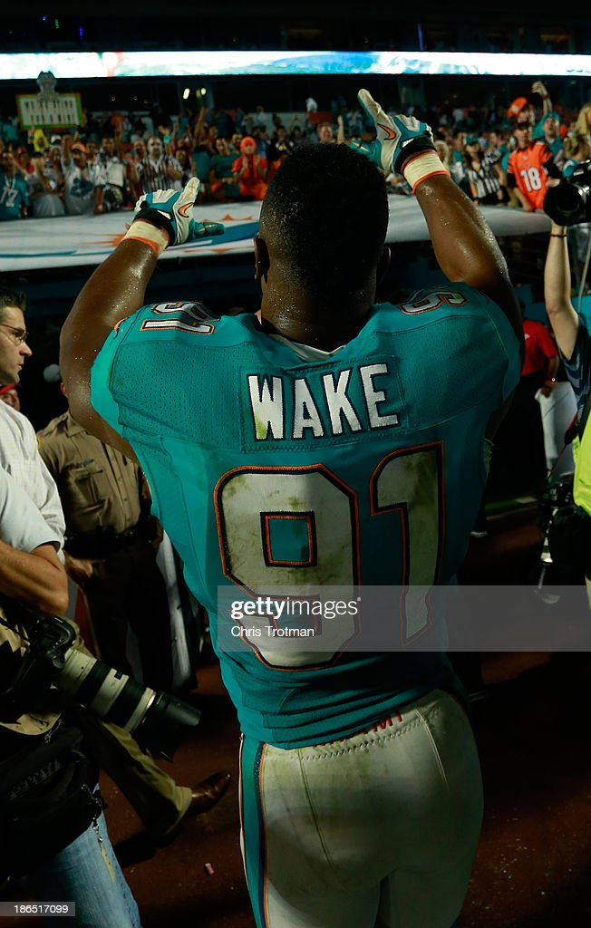 Cameron Wake #91 of the Miami Dolphins acknowledges the fans following the game against the Cincinnati Bengals at Sun Life Stadium on October 31, 2013 in Miami Gardens, Florida.