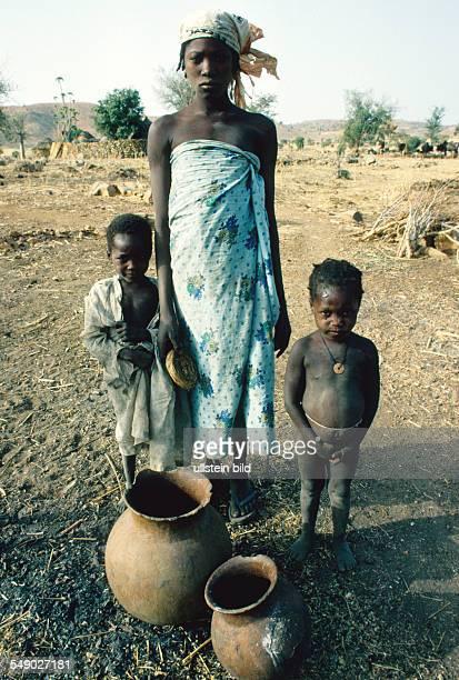 A Kirdi woman with children