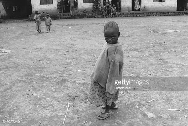 CMR Cameroon Africa Grassland Oku A child in front of the palace of Oku