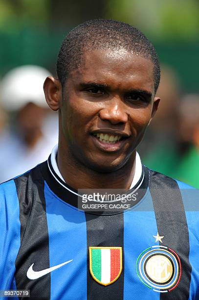 Cameroon striker Samuel Eto'o poses with his new jersey during his presentation at Inter Milan training centre in Appiano Gentile on July 28 2009 He...