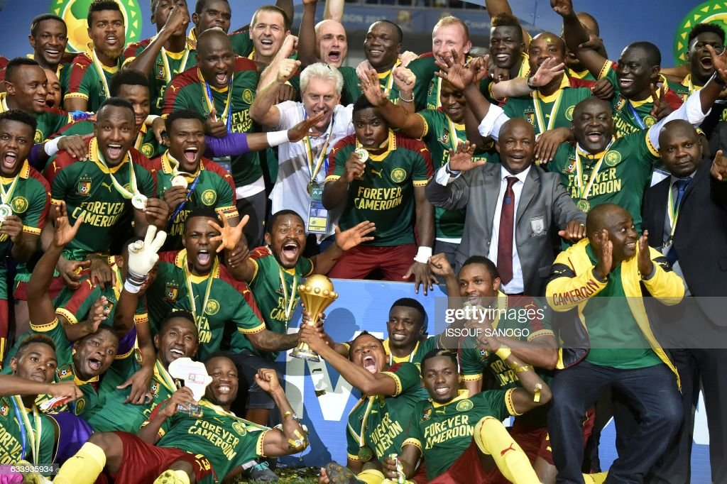 Cameroon team players and Cameroon's Belgian coach Hugo Broos (C) celebrate after beating Egypt 2-1 to win the 2017 Africa Cup of Nations final football match between Egypt and Cameroon at the Stade de l'Amitie Sino-Gabonaise in Libreville on February 5, 2017. /